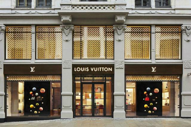 Hậu Covid, một loạt túi hiệu xa xỉ Chanel và Louis Vuitton tăng giá - Ảnh 1.