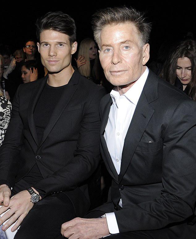 Calvin Klein - ông hoàng thời trang nước Mỹ: Đời tư phức tạp, ly hôn hai bà vợ để chuyển sang yêu trai trẻ kém gần 50 tuổi  - Ảnh 11.