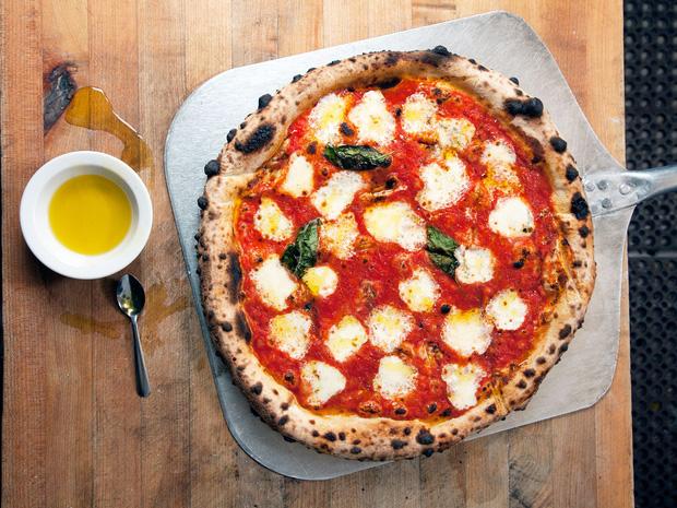 """""""Khi bạn mua pizza ở Ý, nhà hàng sẽ không bao giờ cắt sẵn bánh cho bạn"""": Lý do đằng sau khiến cả thế giới phải thán phục - Ảnh 2."""