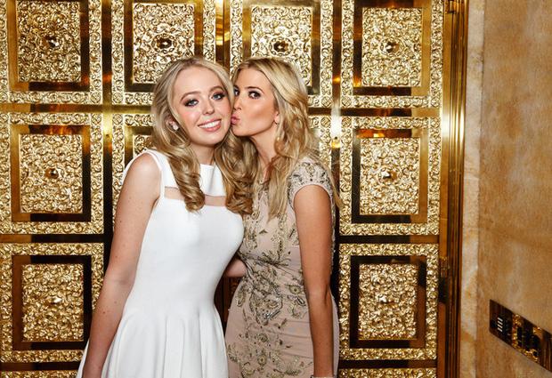 Cuộc sống hoàn toàn khác biệt với anh chị em của Tiffany Trump, người con gái bị ví là góc lãng quên của Tổng thống Mỹ - Ảnh 1.