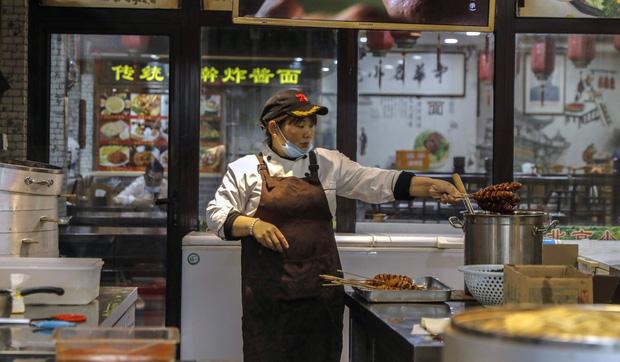 Bi kịch và bài học lớn từ Trung Quốc: Khi những người dưới đáy xã hội ngày càng bế tắc, phải làm tất cả để tồn tại - Ảnh 3.