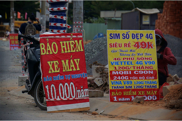 Bảo hiểm xe máy 10.000 đồng mọc lên như nấm ở lề đường Sài Gòn, người mua nguy cơ tiền mất tật mang - Ảnh 2.