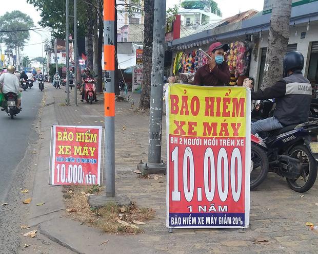 Bảo hiểm xe máy 10.000 đồng mọc lên như nấm ở lề đường Sài Gòn, người mua nguy cơ tiền mất tật mang - Ảnh 4.
