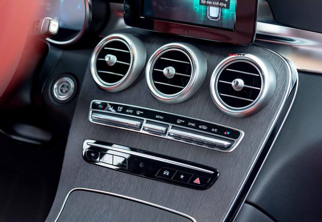Sau 8.000 km, hàng hiếm Mercedes-Benz GLC 300 AMG nhập khẩu bán lại rẻ hơn tiền ra biển xe lắp ráp - Ảnh 12.
