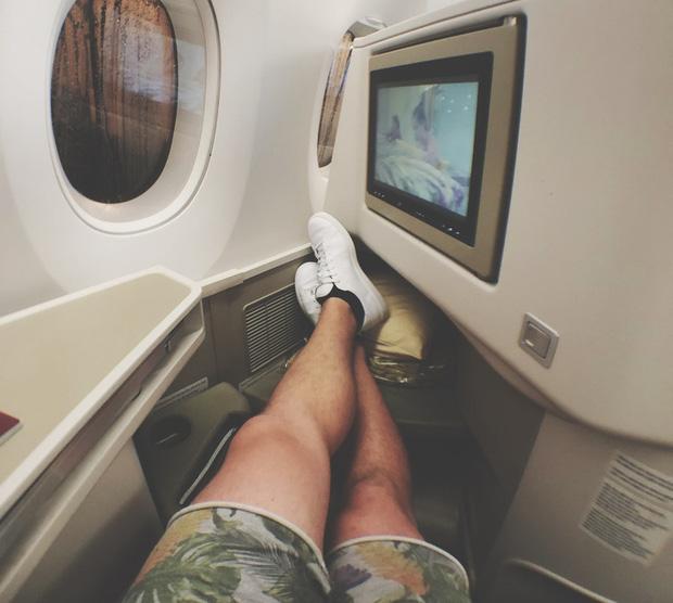 Đi máy bay tuyệt đối không được cởi giày dép cho thoáng chân và đây là 4 lý do - Ảnh 2.