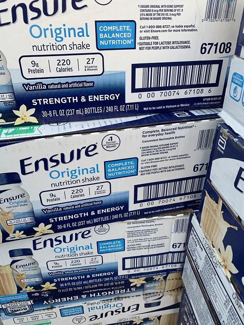 Tạm giữ hơn 12.000 sản phẩm sữa Ensure và bia Heineken nhập lậu - Ảnh 1.