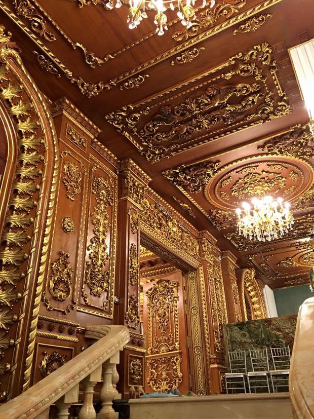 Có gì bên trong lâu đài gà vàng nổi bật giữa Thủ đô của đại gia Thanh sắt? - Ảnh 8.