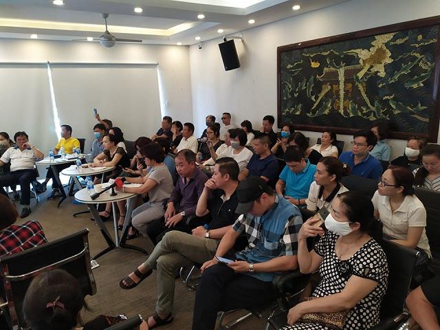 Nhà đầu tư Cocobay Đà Nẵng khóc trong buổi đối thoại với Thành Đô và SHB - Ảnh 1.