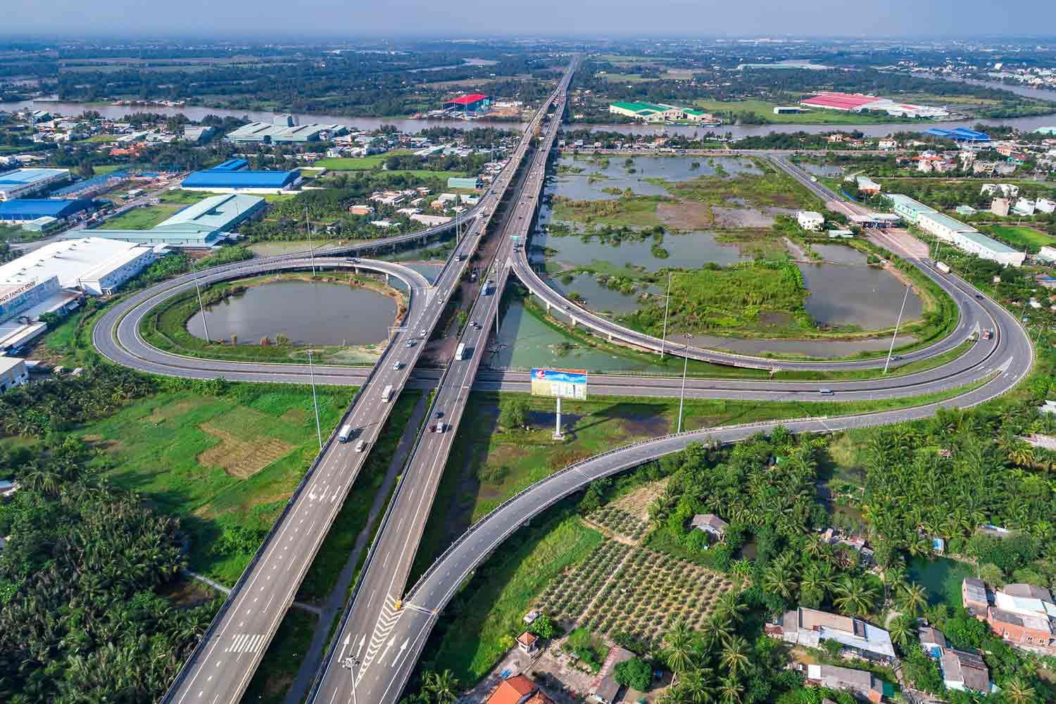 Hạ tầng giao thông kết nối Long An - Đông Nam Bộ