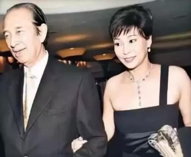 Chuyện đời ly kỳ của 4 bóng hồng kề cận trùm sòng bạc Macau suốt 98 năm cuộc đời: Xuất thân khác biệt nhưng nhan sắc và tài năng đều có thừa - Ảnh 5.