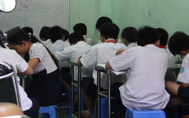 Giáo viên không được ép buộc học sinh học thêm để thu tiền