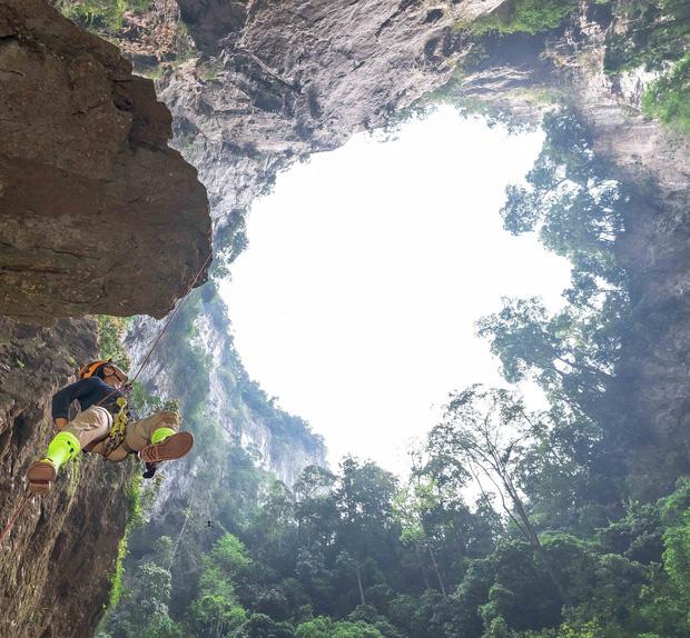 HOT: Thông tin về hố tử thần cao nhất Việt Nam ở Phong Nha - Kẻ Bàng, cũng là một trong những hố sụt cao nhất thế giới khiến dân tình xôn xao - Ảnh 1.