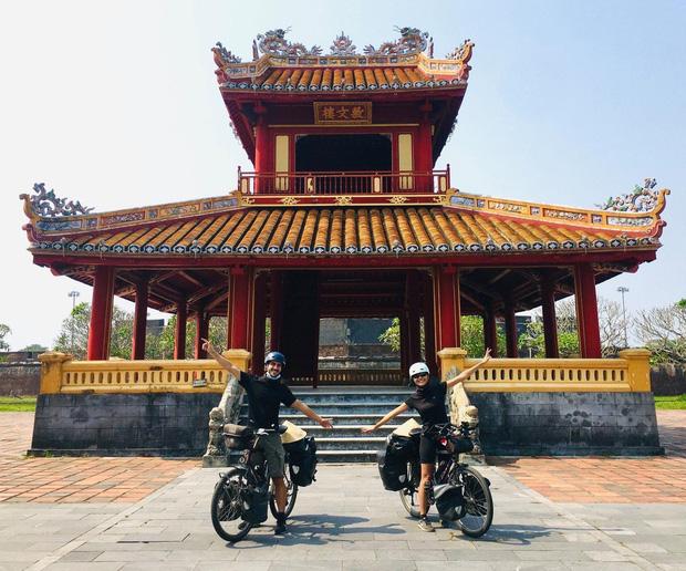 Cặp chồng Tây vợ Việt kết thúc 16.000km đạp xe từ Pháp về Việt Nam: Chặng cuối gian nan vì dịch bệnh Covid-19 - Ảnh 2.