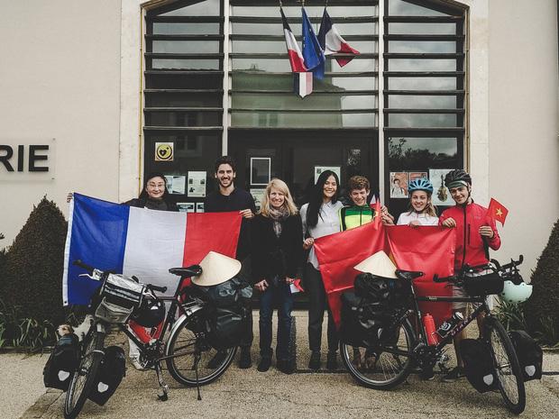 Cặp chồng Tây vợ Việt kết thúc 16.000km đạp xe từ Pháp về Việt Nam: Chặng cuối gian nan vì dịch bệnh Covid-19 - Ảnh 11.