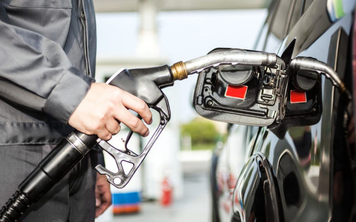 Giá xăng tăng gần 900 đồng/lít kể từ 15 giờ chiều nay