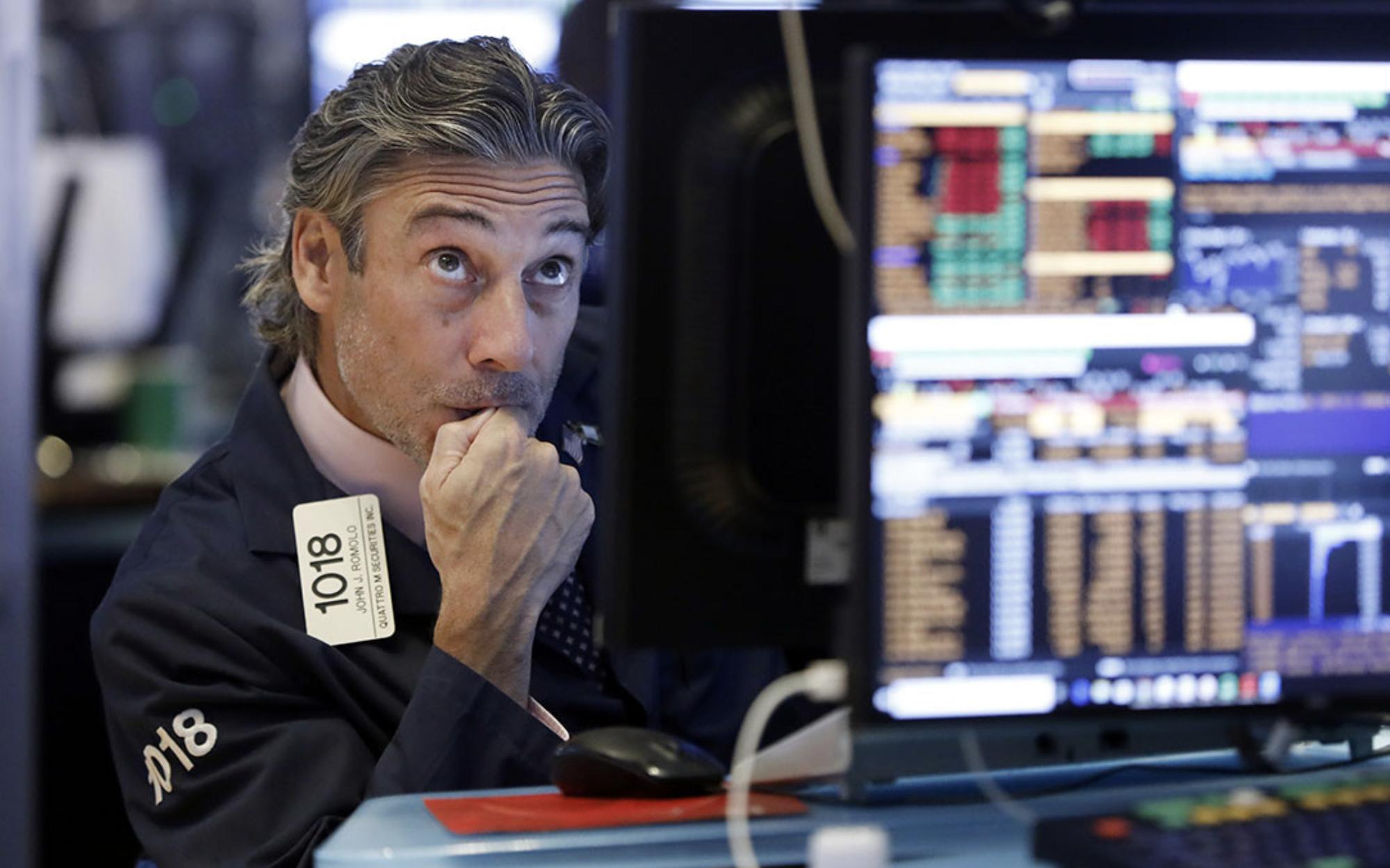 Căng thẳng Mỹ-Trung leo thang, Dow Jones mất đà tăng trong 3 phiên liên tiếp, rớt gần 150 điểm
