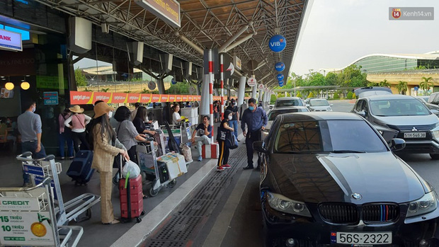 Ảnh: Người dân nườm nượp đổ về Hà Nội và Sài Gòn sau kỳ nghỉ lễ 30/4 - 1/5 - Ảnh 12.  Ảnh: Người dân nườm nượp đổ về Hà Nội và Sài Gòn sau kỳ nghỉ lễ 30/4 – 1/5 photo 11 15885076666421766707935