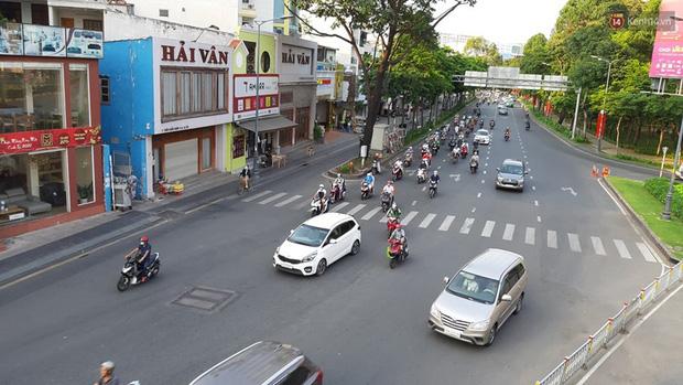 Ảnh: Người dân nườm nượp đổ về Hà Nội và Sài Gòn sau kỳ nghỉ lễ 30/4 - 1/5 - Ảnh 15.  Ảnh: Người dân nườm nượp đổ về Hà Nội và Sài Gòn sau kỳ nghỉ lễ 30/4 – 1/5 photo 14 1588507666648918339042