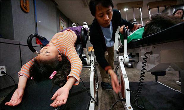 Người Hàn Quốc và nỗi ám ảnh chiều cao: 180cm mới là chuẩn xã hội, đua nhau mua thuốc tăng trưởng bất chấp hậu quả đằng sau là gì - Ảnh 3.