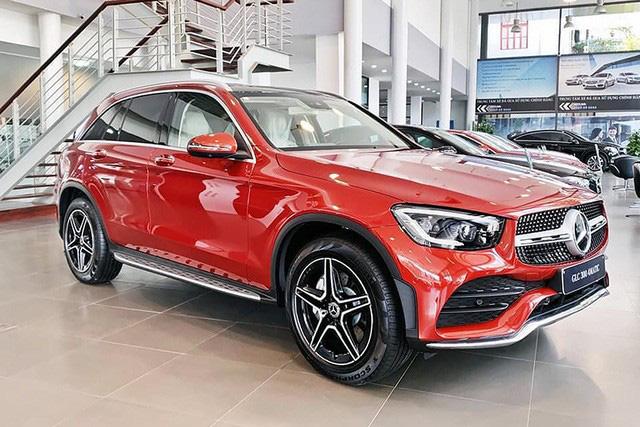 Không nằm yên như xe phổ thông, Mercedes-Benz, BMW và Audi ganh đua gay gắt tại Việt Nam: Sẵn hàng nhiều xe mới, 'option' ngày càng xịn, mặt bằng giá giảm sâu - Ảnh 1.