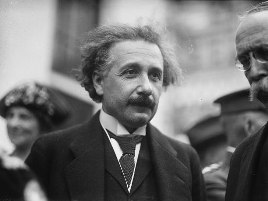 Cậu bé đưa thư cho Einstein được tặng quà, nhiều năm sau họ hàng của cậu nhận được thứ không ngờ - Ảnh 1.
