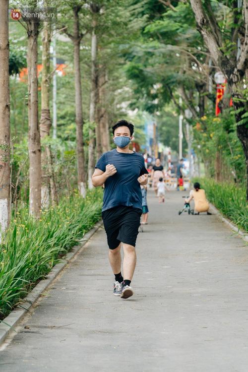 Ảnh, clip: Từ con mương ngập ngụa rác thải đến tuyến đường bộ cực xanh mát giữa lòng Thủ đô - Ảnh 18.