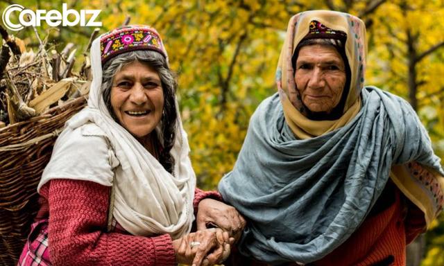 Bí quyết sống thọ của người dân vùng đất 900 năm không có ai mắc ung thư, tuổi thọ trung bình 120: Ngủ từ chập tối, uống nước mơ ngâm, đi bộ thể dục... - Ảnh 2.