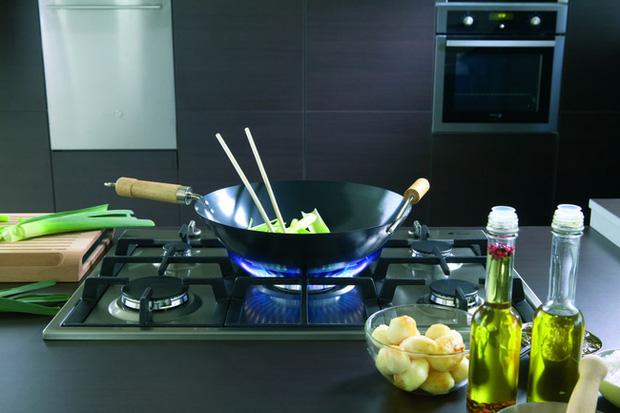 Chuyên gia cảnh bảo: Nấu bằng bếp gas làm không khí trong nhà ô nhiễm gấp 5 lần so với không khí ở ngoài trời - Ảnh 1.