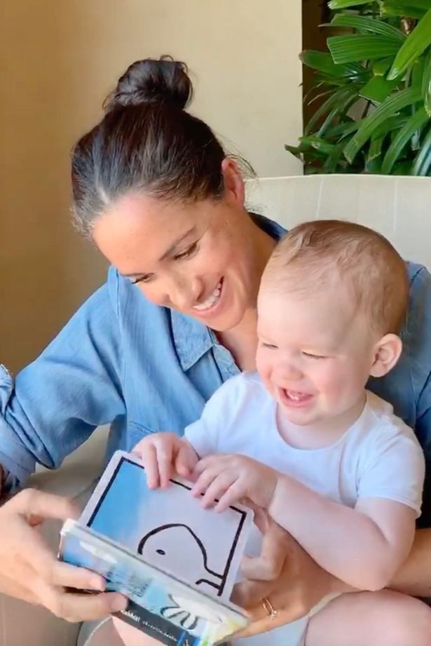 Hôm nay, bé Archie tròn 1 tuổi, Meghan Markle cuối cùng đã chịu khoe con trai theo cách rất đặc biệt, khác xa so với chị dâu Kate - Ảnh 2.