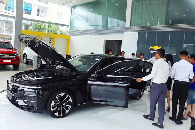 5 lần VinFast gây sốc về giá bán tại Việt Nam: Từ tăng giá đến giảm giá đều tạo sóng - Ảnh 2.