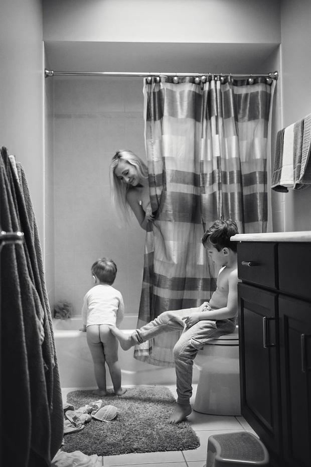 Loạt ảnh khắc họa nỗi vất vả của mẹ trong sự nghiệp trồng người, nổi bật nhất là bức ảnh khiến ai thoạt nhìn cũng rùng mình - Ảnh 4.