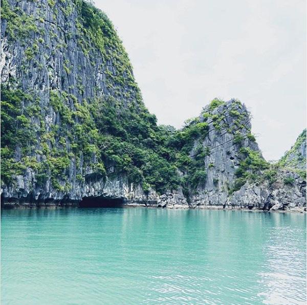 Ai đã tới vịnh Lan Hạ rồi mới hiểu tại sao đến Leonardo DiCaprio cũng phải tấm tắc khen ngợi trên Instagr: Vẻ đẹp hoang sơ của thiên đường bị bỏ quên giữa Hải Phòng - Ảnh 1.