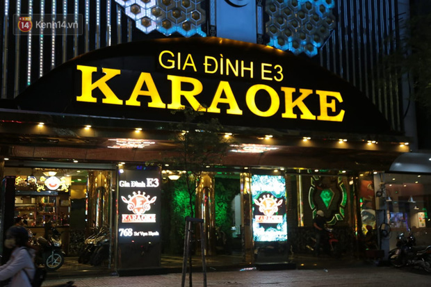 Sau lệnh của Thủ tướng nhiều quán karaoke ở Hà Nội và Sài Gòn nhộn nhịp mở cửa trở lại, nhiều quán vẫn đóng cửa im lìm - Ảnh 13.
