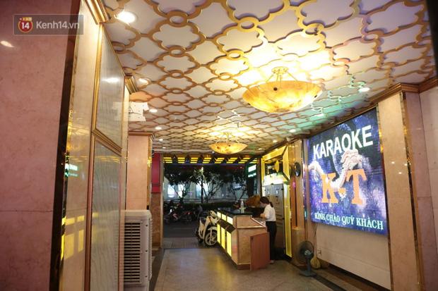Sau lệnh của Thủ tướng nhiều quán karaoke ở Hà Nội và Sài Gòn nhộn nhịp mở cửa trở lại, nhiều quán vẫn đóng cửa im lìm - Ảnh 21.