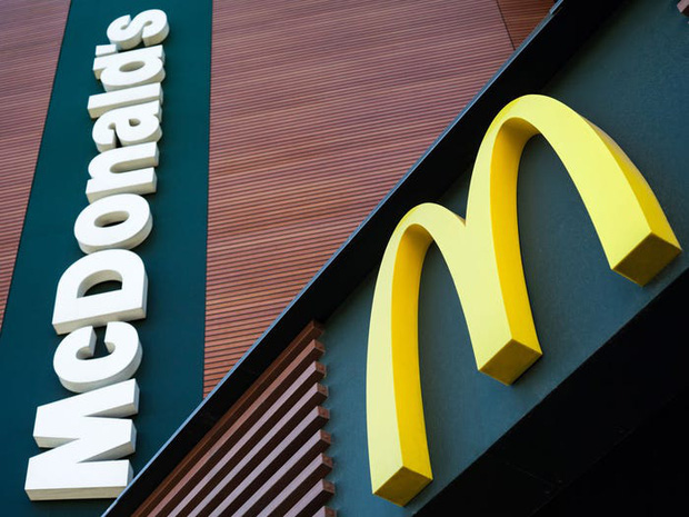 """Logo của những thương hiệu ăn uống đình đám nhất thế giới thay đổi ra sao theo thời gian: """"Chóng mặt"""" nhất vẫn là hãng đầu tiên - Ảnh 5."""
