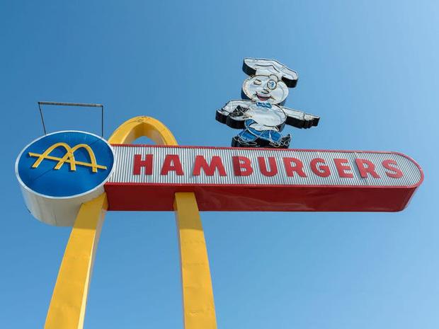"""Logo của những thương hiệu ăn uống đình đám nhất thế giới thay đổi ra sao theo thời gian: """"Chóng mặt"""" nhất vẫn là hãng đầu tiên - Ảnh 6."""