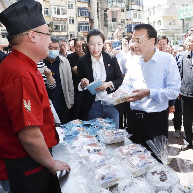 Các thành phố đang biến gánh hàng rong thành huyết mạch kinh tế Trung Quốc như thế nào? - Ảnh 1.