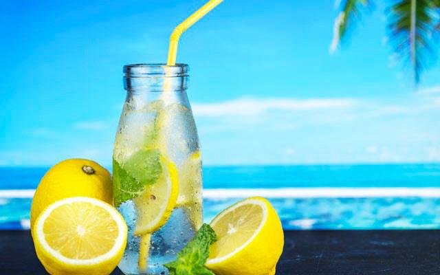 Thay nước lọc mỗi sáng bằng một cốc chanh ấm trong 7 ngày, bạn sẽ chứng kiến sự thay đổi kỳ diệu của cơ thể - Ảnh 1.