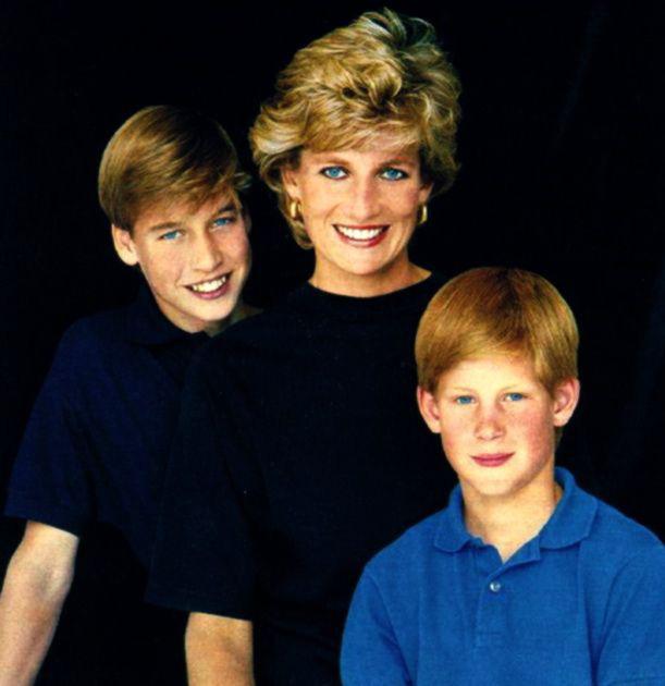 Điều ít biết về hai món đồ Công nương Diana nắm chặt trong tay sau khi trút hơi thở cuối cùng khiến nhiều người xúc động - Ảnh 7.