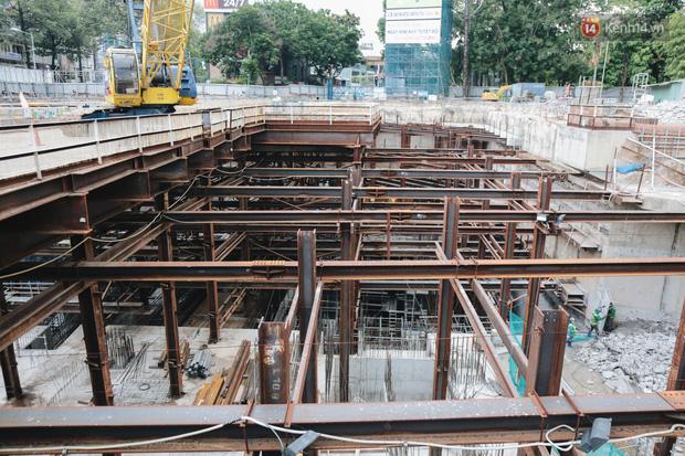 Flycam cận cảnh nhà ga ngầm trung tâm Bến Thành, công trình phức tạp nhất vì kết nối 4 tuyến Metro ở Sài Gòn - Ảnh 2.
