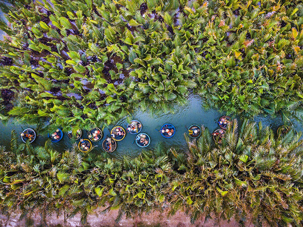"""Ngỡ ngàng """"miền Tây thu nhỏ"""" giữa lòng Hội An: Rừng dừa xanh mướt hơn 100 ha, trải nghiệm từ đánh cá, đập nồi đến màn múa thúng cảm giác mạnh có """"1-0-2"""" - Ảnh 3."""