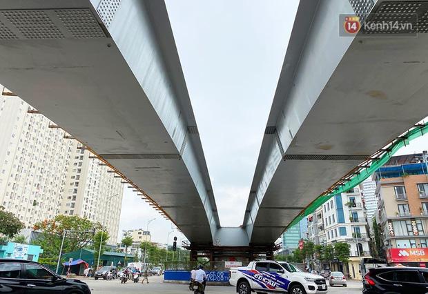 Cận cảnh cầu vượt dầm thép nối liền 3 quận nội thành Hà Nội đang gấp rút thi công - Ảnh 11.