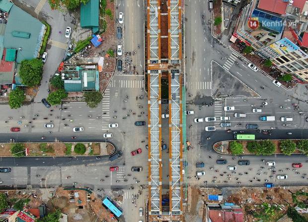 Cận cảnh cầu vượt dầm thép nối liền 3 quận nội thành Hà Nội đang gấp rút thi công - Ảnh 5.