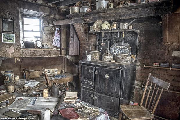 Ghé thăm ngôi nhà của ký ức từ hơn 200 năm trước vẫn còn nguyên vẹn: Đồng hồ đã ngưng điểm, hàng trăm bức thư tình vẫn còn trong ngăn kéo - Ảnh 1.