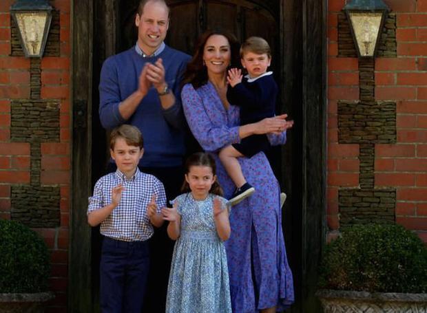 Trong khi tương lai con trai cả đã được định sẵn nếu Hoàng tử William lên ngôi, con trai thứ lại không được thừa kế tước hiệu nào từ cha mình? - Ảnh 2.