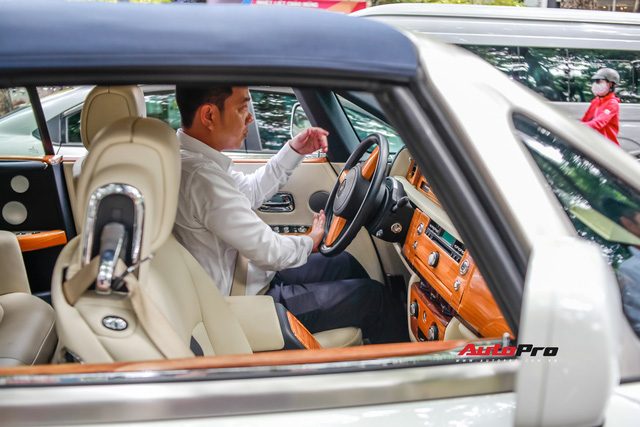 Xem tài xế của ông Đặng Lê Nguyên Vũ đỗ Rolls-Royce dài gần 6 mét vào chỗ hẹp  - Ảnh 3.