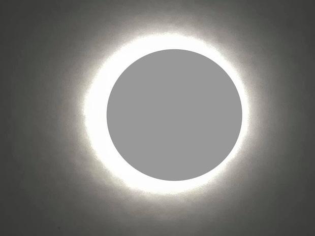 """Hiếm hoi lắm mới xuất hiện tại Việt Nam, đây là hiện tượng nhật thực """"vòng lửa"""" được dân mạng từ khắp nơi chụp lại được trong chiều nay - Ảnh 17."""
