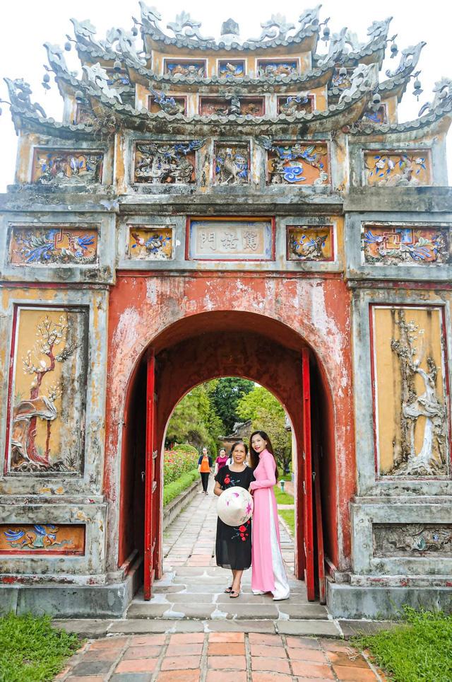 Đưa mẹ đi khắp thế gian: Chuyến du lịch đầu tiên trong đời của mẹ, khám phá Huế - Hội An và giấc mơ dần trọn vẹn - Ảnh 7.