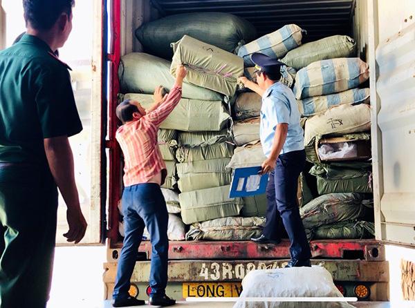 """Danh tính công ty nhập khẩu 5 container dược liệu Trung Quốc """"đội lốt"""" hàng nông sản - Ảnh 1."""