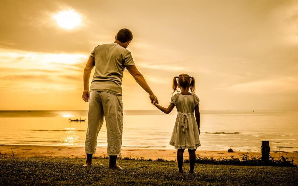 Cha gửi con gái nhỏ 9 bài học về tiền bạc và cuộc sống ông đã dành cả cuộc đời để ngẫm